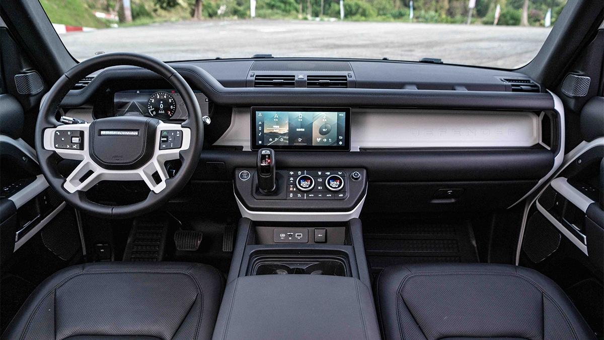 2021 Land Rover Defender 110 D250 SE