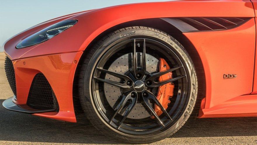 2021 Aston Martin DBS Volante Superleggera 5.2 V12