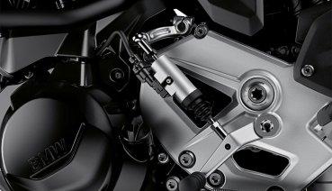【試乘報告】更快更輕的中量級運動街車 BMW「F900R」