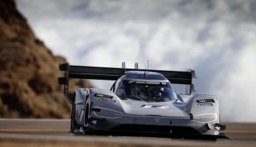 Volkswagen純電賽車寫下派克峰爬山賽最速紀錄、獲頒年度最佳賽車!