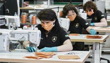 Lamborghini運用超跑產線,生產醫用外科口罩及醫用防護面罩