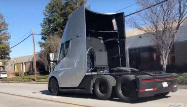 捕獲!Tesla電動卡車好棒棒加速實測