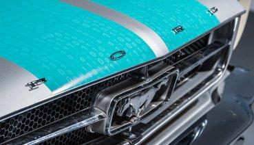 想看什麼Goodwood都有!像是...1965 Ford Mustang自動駕駛繞賽道一圈