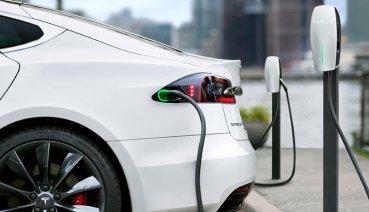 不是愚人節玩笑?Tesla成為台灣豪華車第三大品牌!?