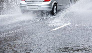 暴雨來襲 8個你一定要知道的開車眉角