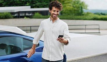 開到停車場一定有車位可停?保時捷在德國推出Parken Plus停車服務讓車主可以預約停車