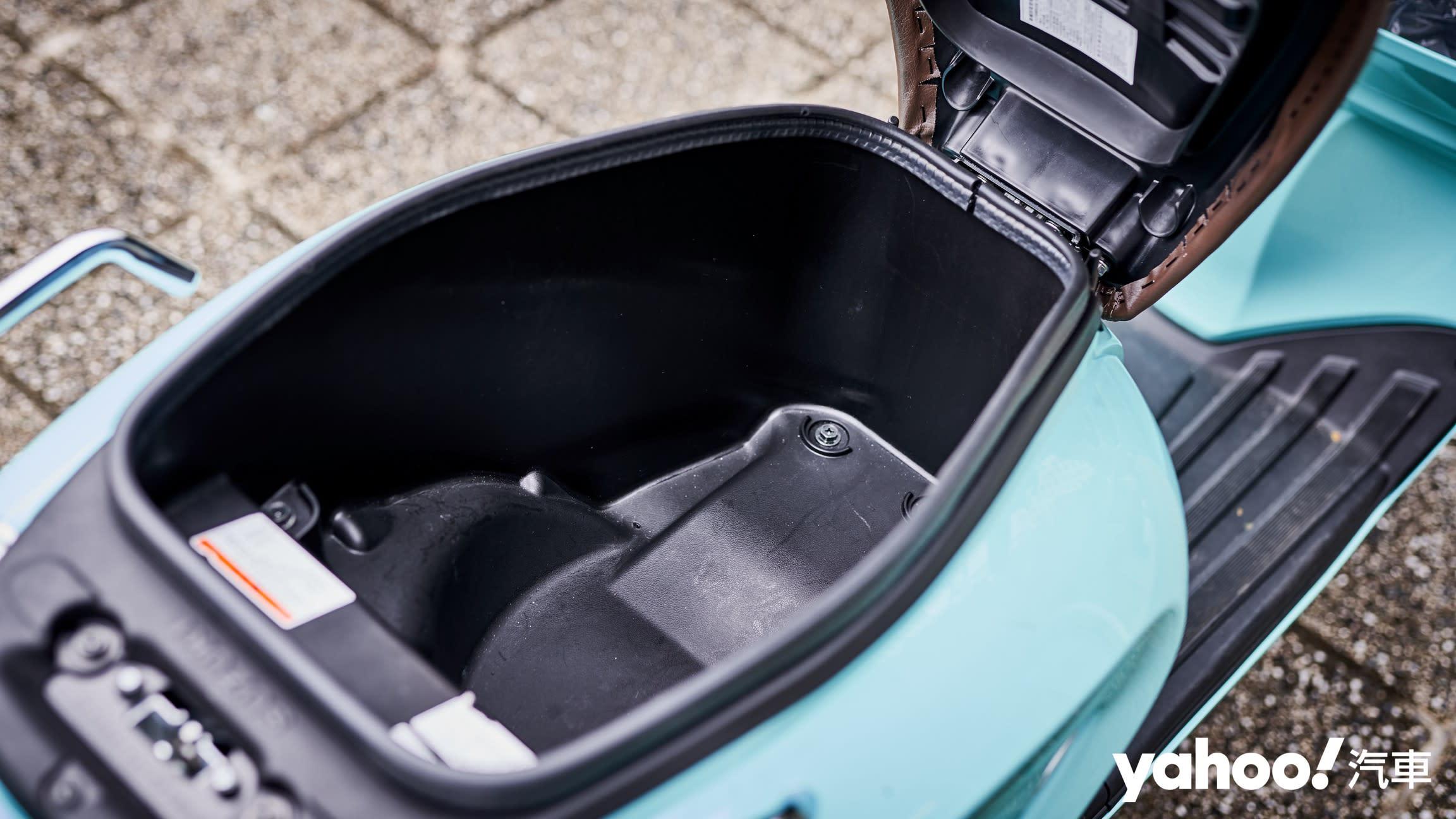 追求絕對的唯美系風格!2020 Suzuki Saluto復古風試駕評測! - 12