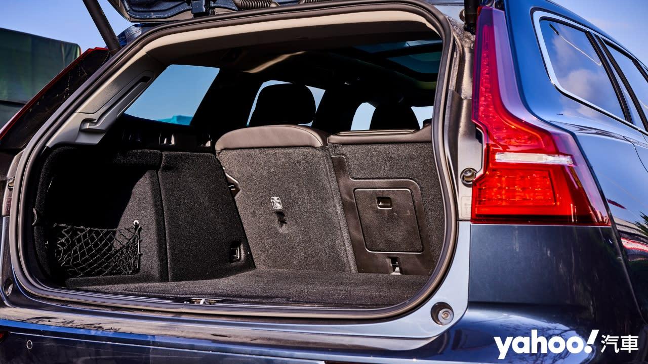 北歐第60號沉靜二部曲安可重奏-邁向純電未來之前Volvo V60 T6 Inscription中台灣試駕! - 9