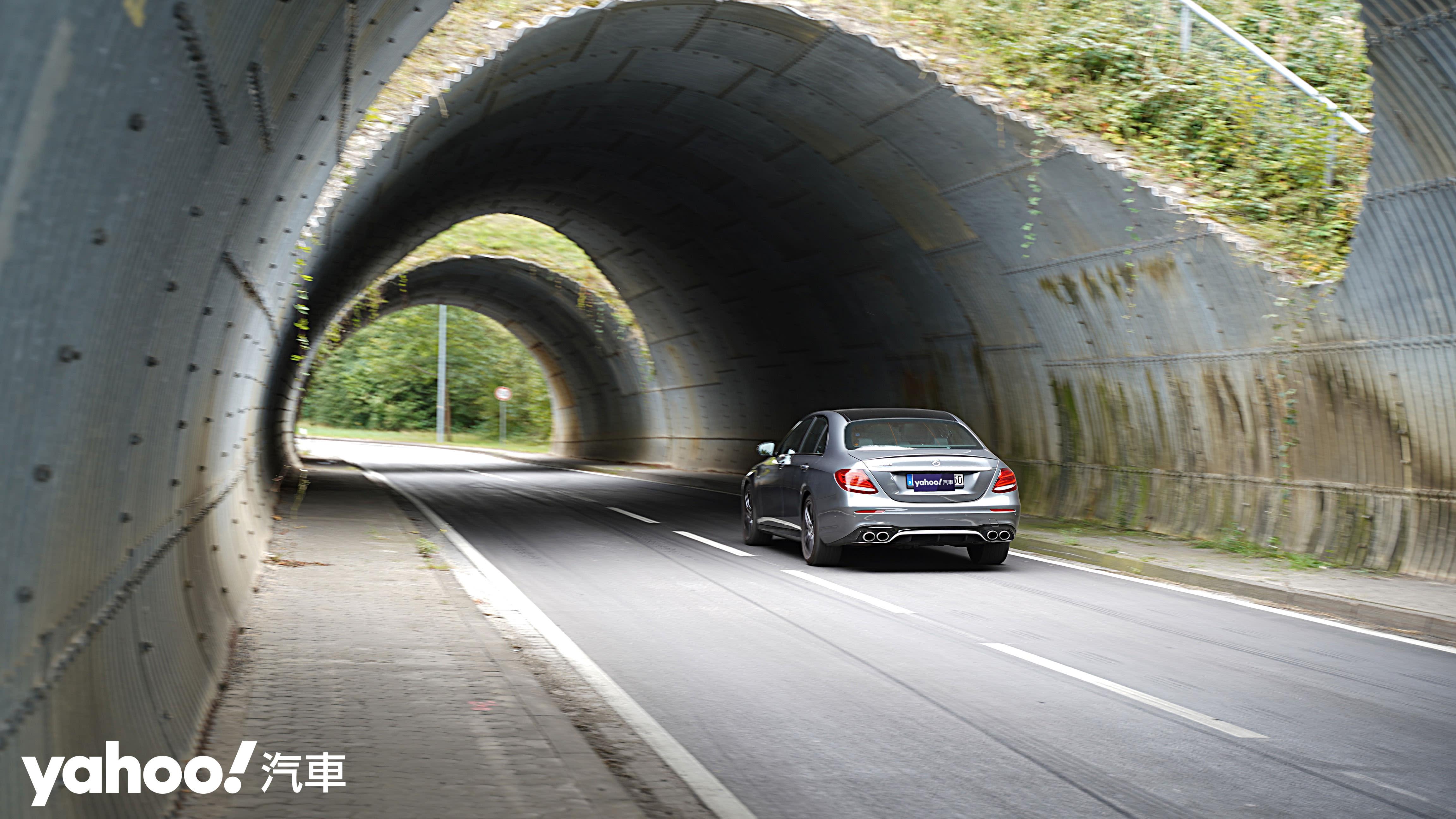 發表後、小改前!Mercedes-AMG E 53 4MATIC+紐柏林試駕回顧 - 12