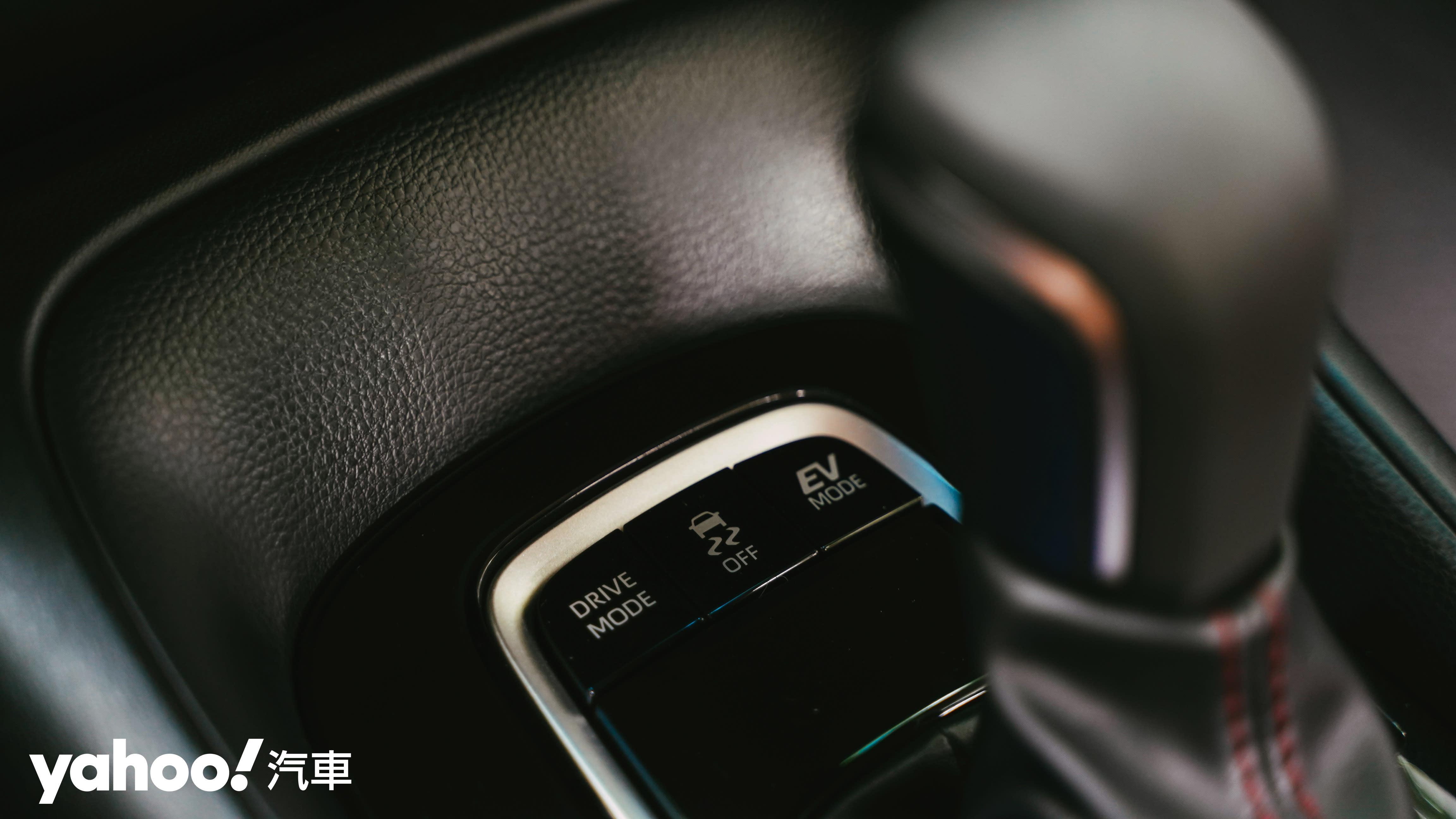 Gazoo Racing基因注入!2020 Toyota Corolla Altis Hybrid GR Sport城郊試駕! - 10
