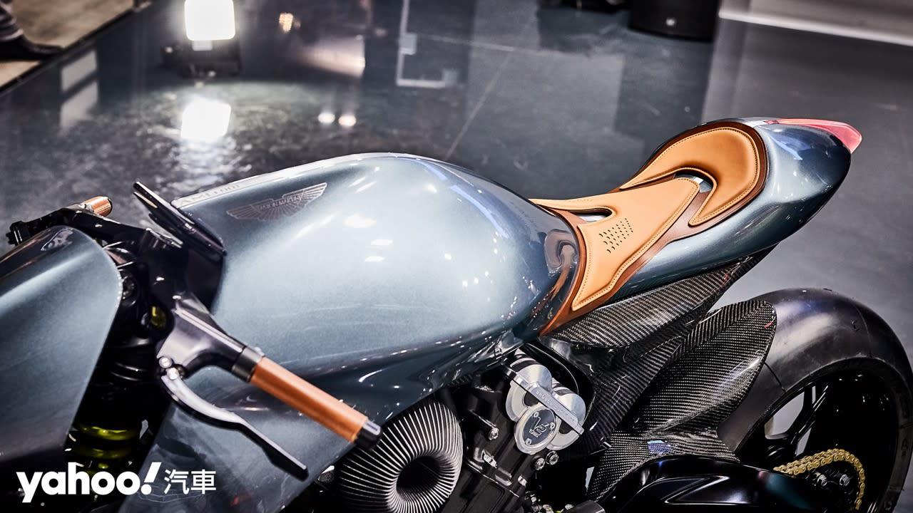 【米蘭車展】理性與感性的雙重衝擊!Aston Martin AMB 001磅礡登場! - 8