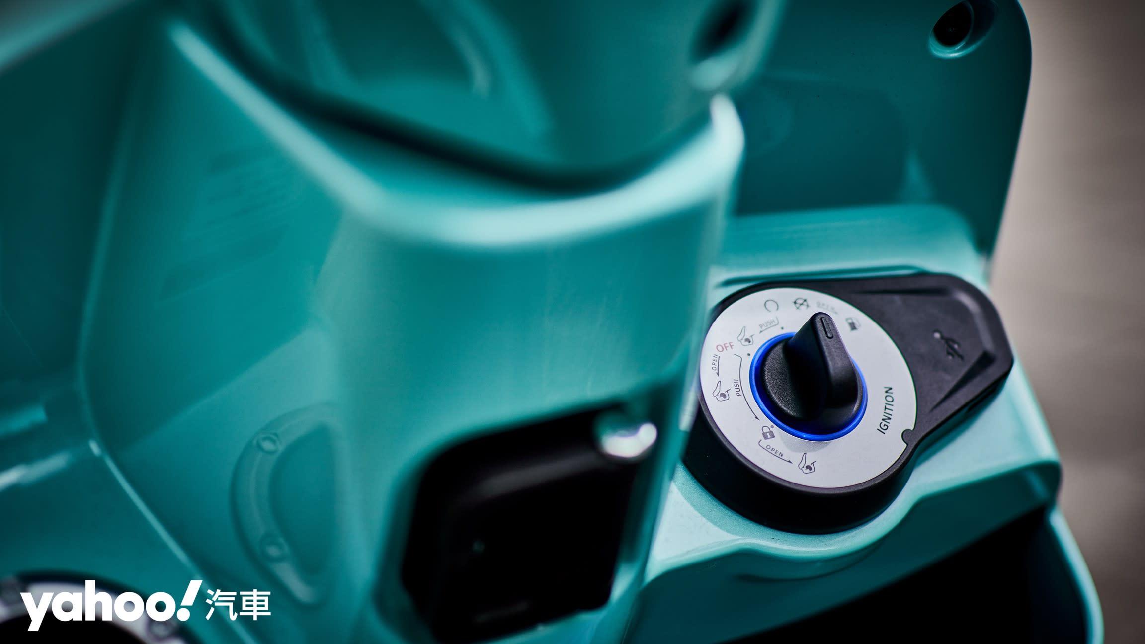 追求絕對的唯美系風格!2020 Suzuki Saluto復古風試駕評測! - 10