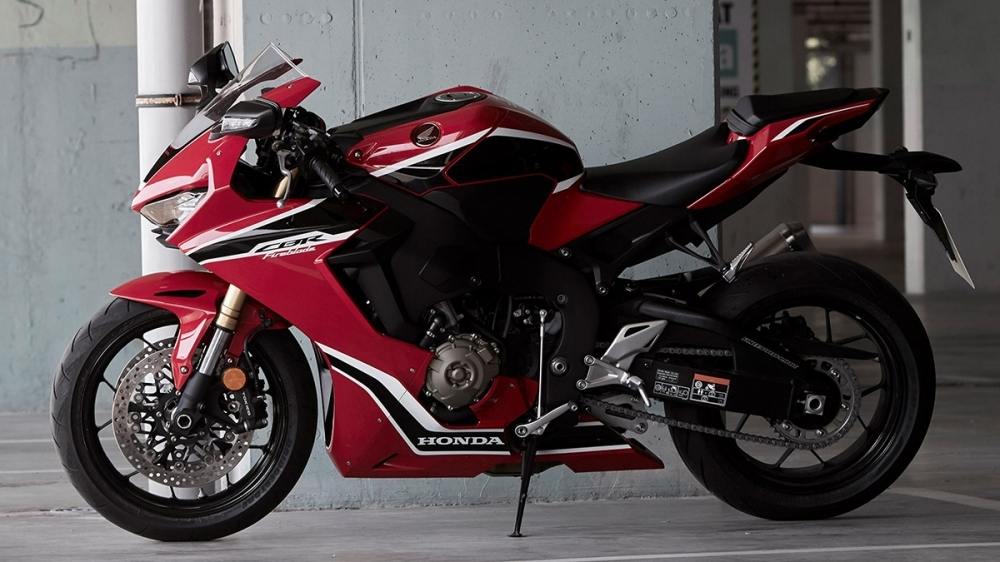 Honda_CBR1000RR_ Fireblade