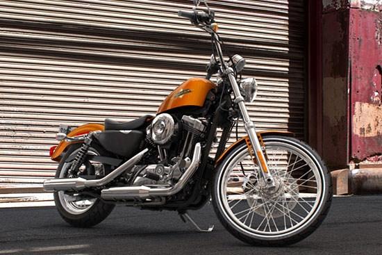Harley-Davidson_Sportster_Seventy Two
