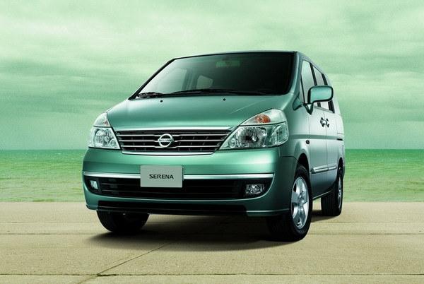 Nissan_Serena_標準型5人座