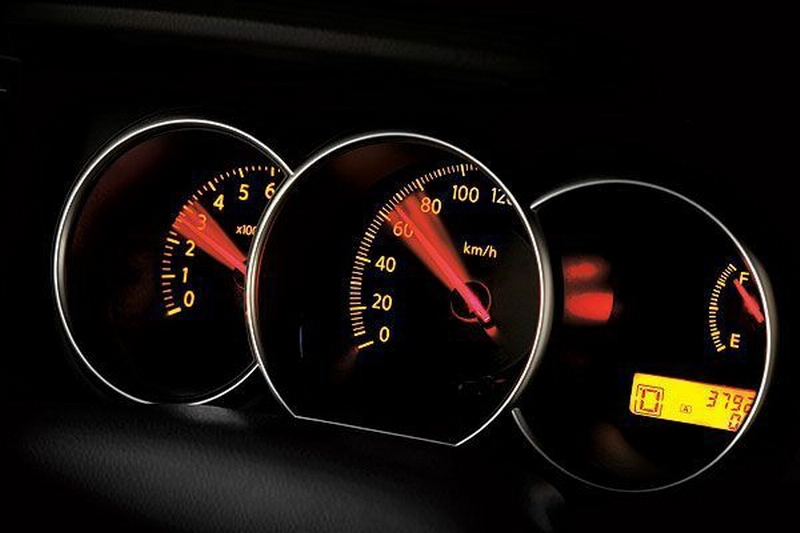 Nissan_Tiida 5D_1.8 P