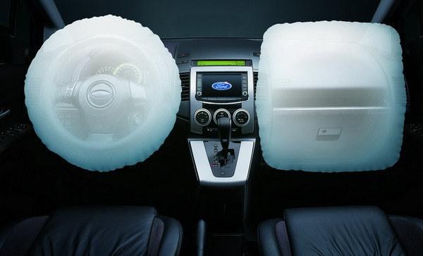 Ford_i-Max_Ghia-Ltd六人座