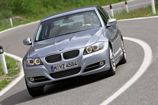 BMW_3-Series Sedan_320i