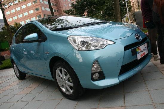 Toyota_Prius c_1.5