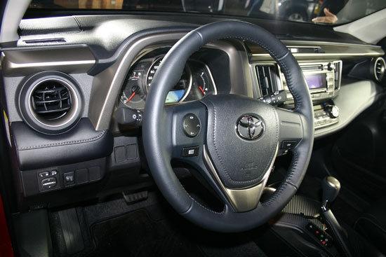 Toyota_RAV4_2.0 E Hi