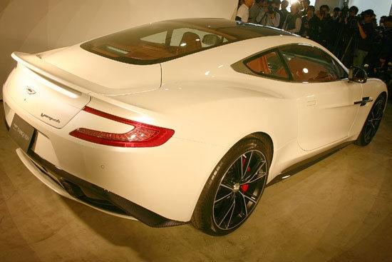 Aston Martin_Vanquish_6.0 V12 Coupe
