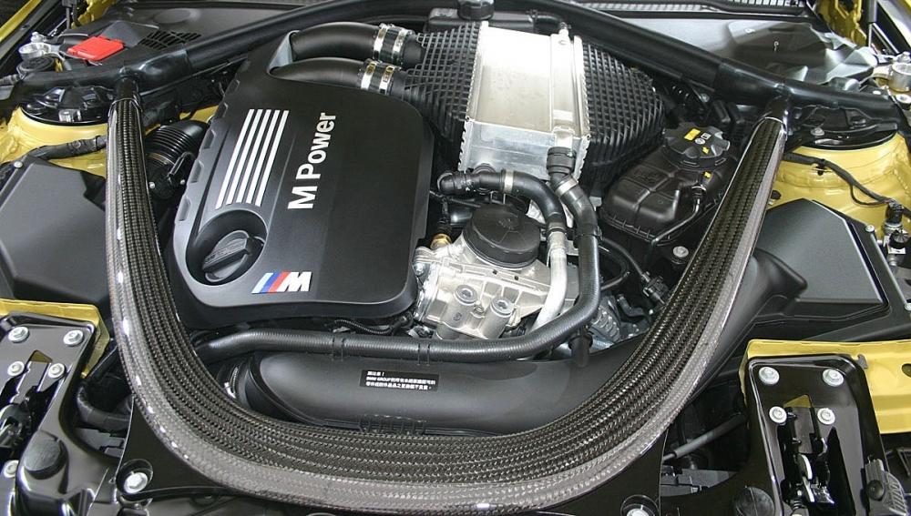 BMW_4-Series_M4自手排版