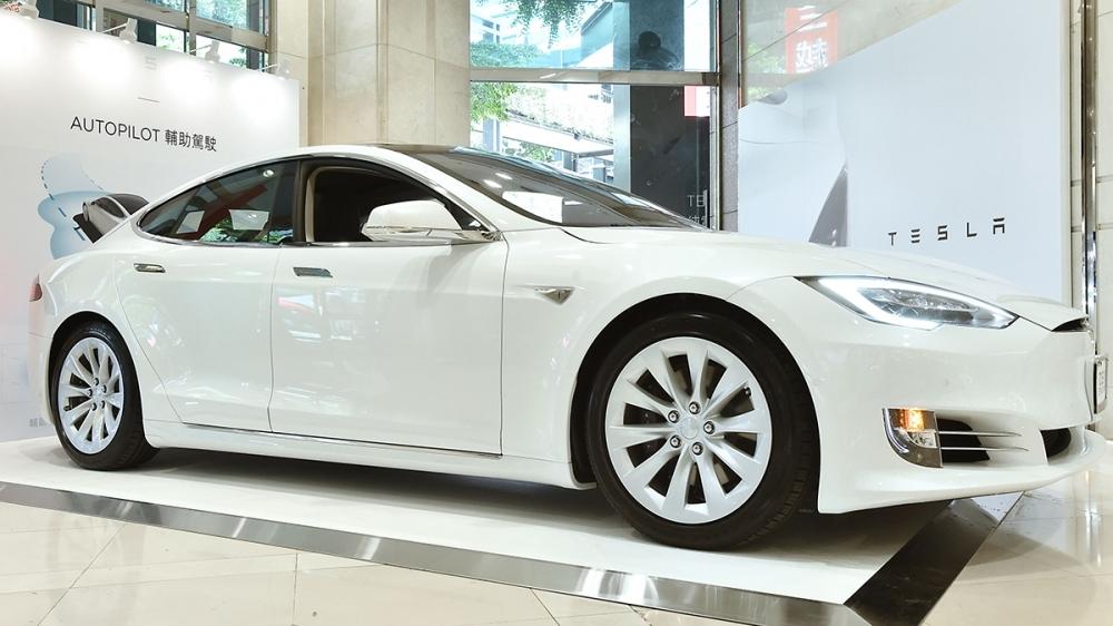 Tesla_Model S_75