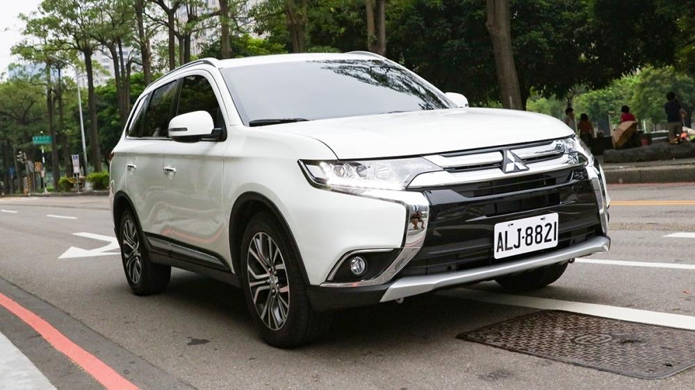 Mitsubishi_Outlander_典藏型