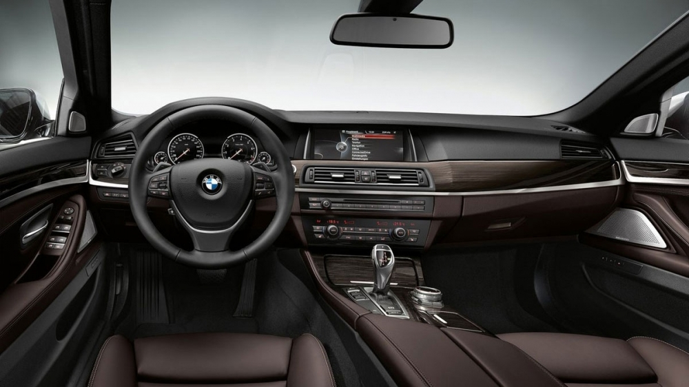 BMW_5-Series Sedan_528i Modern Line