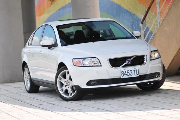 2010 Volvo S40 2