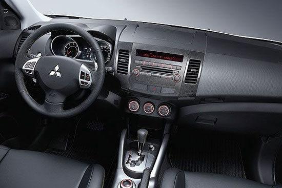 Mitsubishi_Outlander_iO 2WD