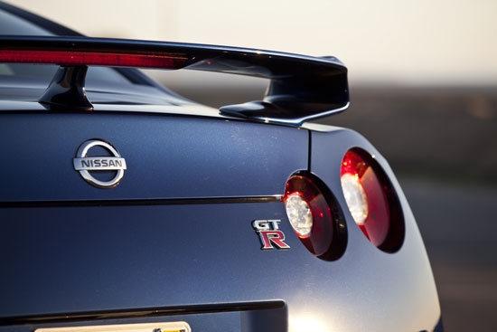 Nissan_GT-R_Premium