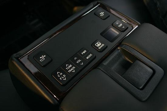 Toyota_Camry_Hybrid-Q