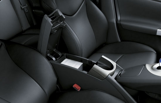 Toyota_Prius_1.8 G-Grade