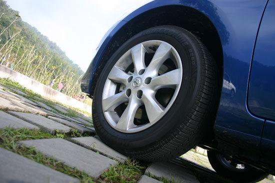 Nissan_Tiida 5D_1.6 SL規