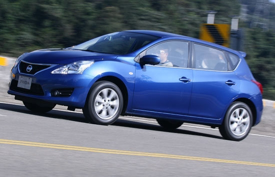 2013 Nissan Tiida 5D 1.6 SV規