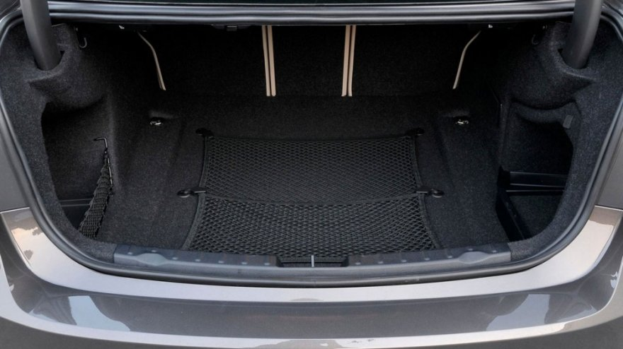 BMW_3-Series Sedan_320d Luxury