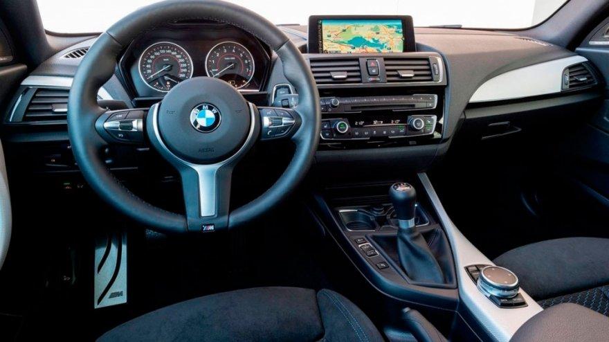 BMW_2-Series_M235i手排版