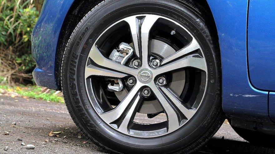 Nissan_Tiida 5D_豪華版