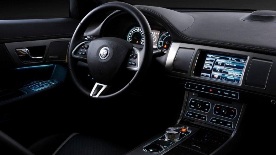 Jaguar_XF_3.0 V6 S/C Premium Luxury