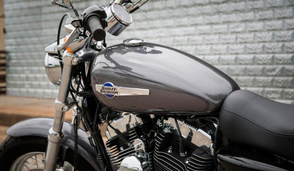 Harley-Davidson_Sportster_1200 Custom
