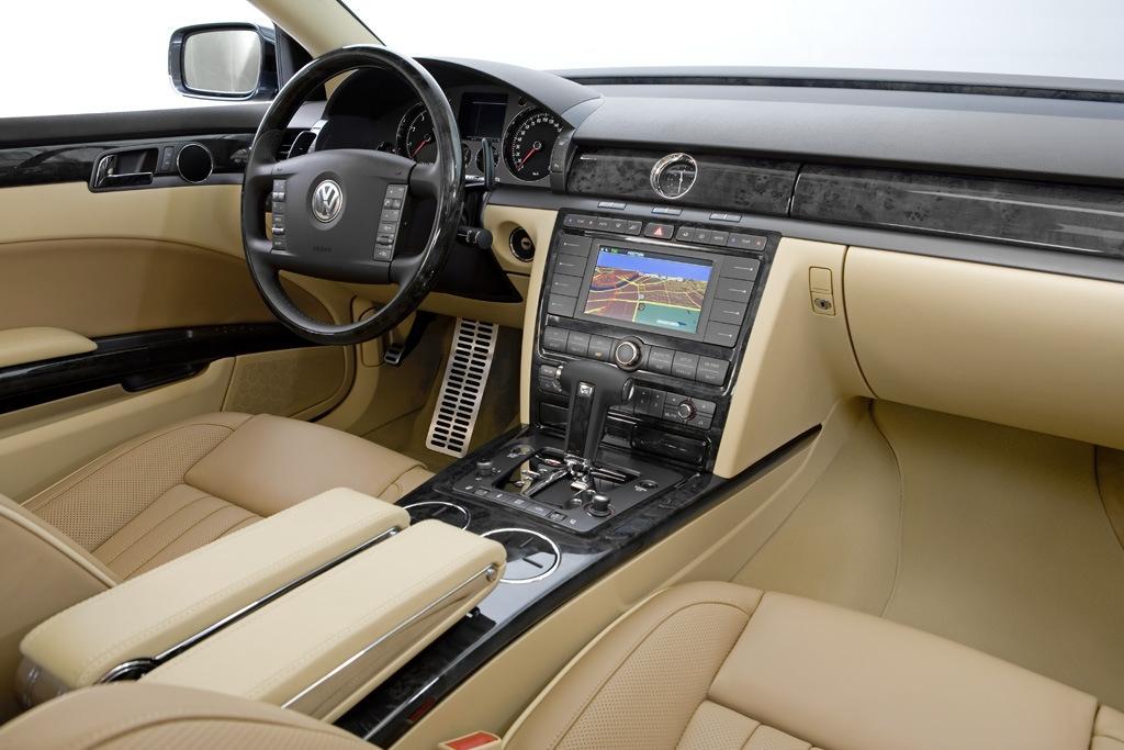 Volkswagen_Phaeton_V8 五人座長軸
