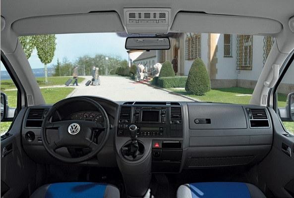 Volkswagen_T5_Caravelle 2.5 TDI SWB 豪華型