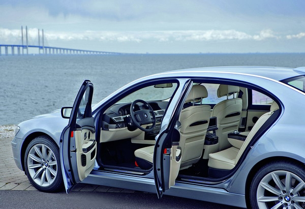 BMW_7 Series_750Li