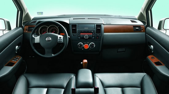 Nissan_Tiida 4D_1.6 B