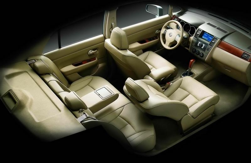 Nissan_Tiida_1.8 5D L