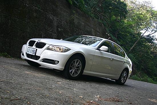 BMW_3-Series Sedan_318d