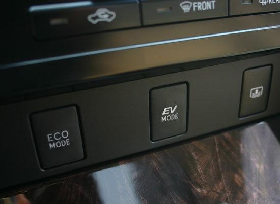 Toyota_Camry_Hybrid-V