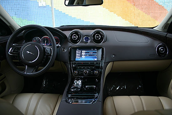 Jaguar_XJ_Luxury