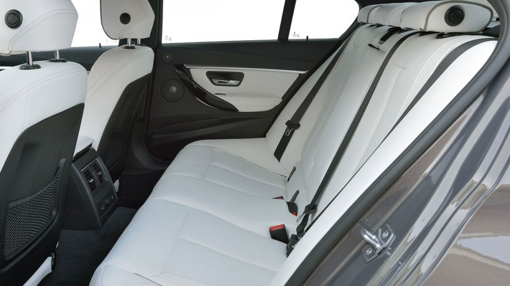 BMW_3-Series Sedan_318i